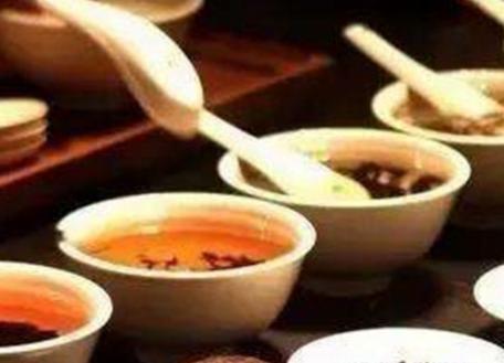 """我国是茶叶的故乡,茶叶作为我国的特有饮料已有几千年的历史了。历代""""本草""""类医书在提及茶叶时均说它"""