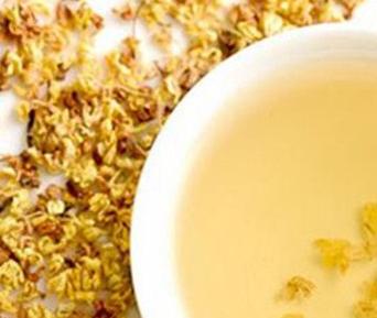 花茶在日常生活中很普遍,很受女性朋友的钟爱。而桂花茶就是普遍的健康饮品,它香气浓香长久,功效