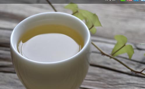 对于新压制的生茶而言,如果能接受其口感,或者采用缓解生涩的泡茶手法,是可以随时饮用的。那么在服用