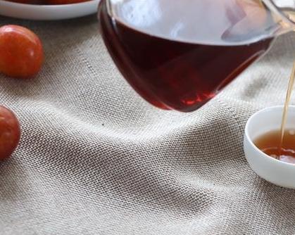 普洱茶知识菊花普洱茶:用普洱茶和贡菊,一起冲调,口味清新。菊花清热去火,普洱茶性柔和,二者同