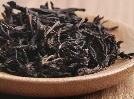 所有茶类最忌讳的莫过于潮湿,所以说在进行储存时要保证良好的通风条件。显然,预防潮湿对红茶显得更加