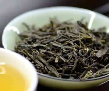 黄茶和绿茶的区别,黄茶多道闷堆的工序!