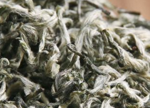 炒青绿茶的主要品种是眉茶、珠茶、西湖龙井、老竹大方、碧螺春、蒙顶甘露、都匀毛尖、信阳毛尖、午子仙
