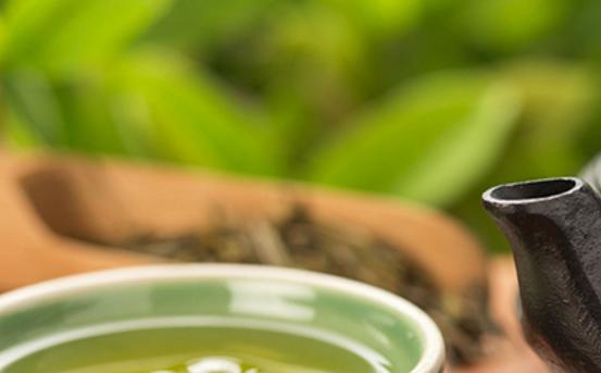 普洱茶根据制作工艺的不同,分为了普洱生茶和普洱熟茶两种,分类了功效是否就不同呢?普洱生茶和熟茶对