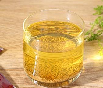 苦荞茶是一种绿色健康的茶饮,苦荞茶的营养价值很高,常适量泡饮对人体健康的好处有很多,长期坚持