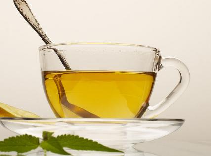喝茶能流汗热管散热,喝一杯热茶使身体传出的热量等于茶热量的50倍,立即回应茶叶加纯蜂蜜能喝吗?