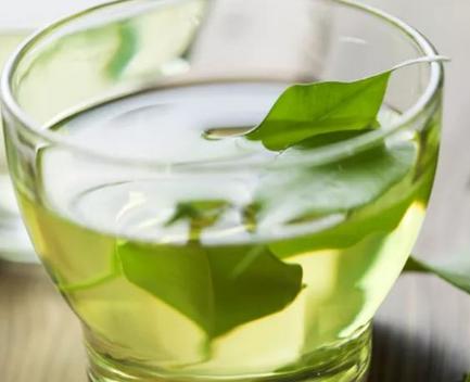 每天之中何时饮茶最好是呢?我觉得,饮茶是必须说道時间的。由于,假如在不正确的時间饮茶对身心健康
