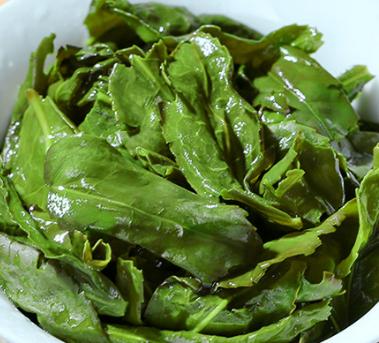 乌龙茶,中国的六大名茶之一。是一种茶汤颜色清亮,茶韵浓厚的养生保健茶,它味道甘冽回甜显著,食