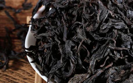 中国的六大茶类都包含了很多的品种,所属茶类不同,它们包含的主要品种肯定不同。乌龙茶和绿茶的主要品