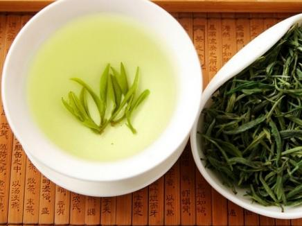 绿茶因其鲜爽的口感备受人们的青睐,一直以来人们对它的追捧更是从未停歇。然而,关于绿茶人们总是有这