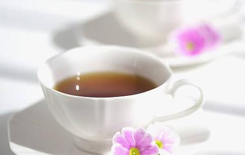 红茶与绿茶相比较哪个更好?图片
