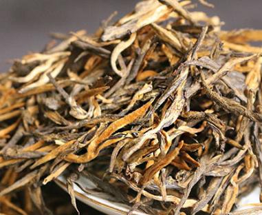 滇红制做系选用优质的云南省大叶种油茶树茶青,先经过萎凋、揉捻或揉切、发醇、烤制等工艺流程做成
