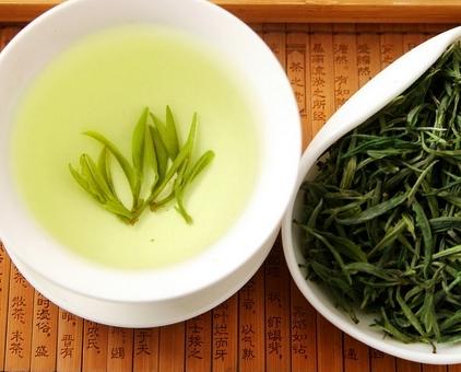 绿茶,这是众多茶类中人们饮用较多的一种。绿茶的口感清新怡人,那么我们应当如何保存才能让绿茶的香气