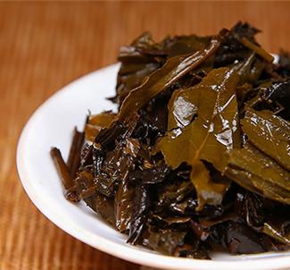 几百年来,茯茶因其与众不同的、不能取代的功效和作用,与奶、肉并排,变成在我国西边地区各少数名