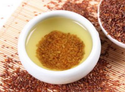 苦荞茶,人们也将其称之为荞麦茶。它是由烤荞麦仁制作而成的,被称为苦荞麦或是从植物的叶子中浸泡在热