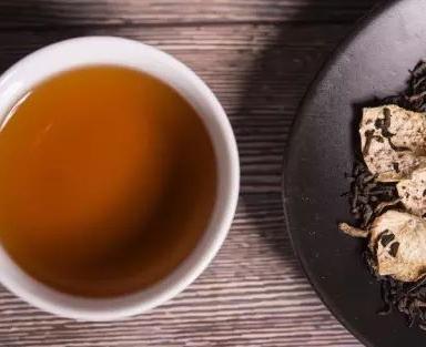 """平时饮茶而言,品位单一化的荼叶,人们称作""""清饮""""或""""纯饮"""",以茶为肌底,添加其他原材料的品茗"""