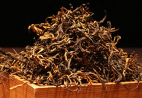 滇红茶以香甜无苦无涩的美好滋味和富含茶黄素、茶红素等具有辅助人体健康效用的元素,而受到茶友的欢迎