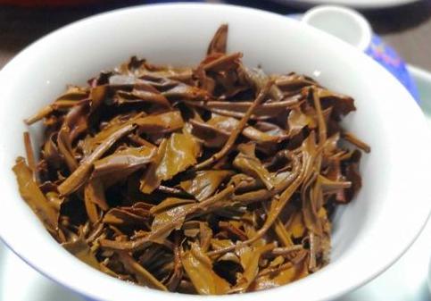 我们说红茶是属于温性茶,并且热性茶,特别是全发酵的红茶还具有极好的养胃效果。只要适量喝喝红茶并不