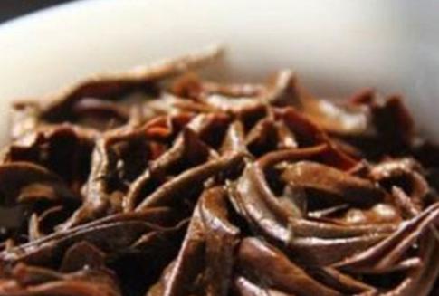 有人常问红茶的功效很多,是不是越浓的红茶功效越好呢?对于这个问题众说纷纭,那么到底喝浓的红茶好