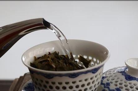 注水方式对普洱茶茶汤品质的影响
