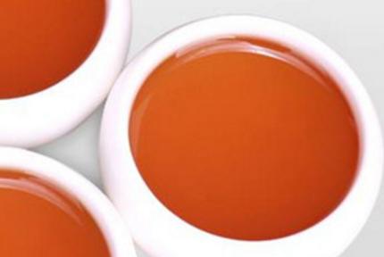 英德红茶外形颗粒紧结重实,色泽油润,细嫩匀整,金毫显露,香气鲜纯浓郁,花香明显,滋味浓厚甜润,汤