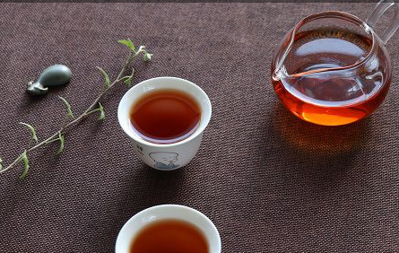 """自古以来,茶被喻为是""""万病之药"""",虽然可能会过于夸张,但却反映了茶确实有保健的功效,那么经常喝普"""