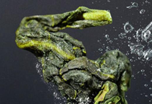 """西湖龙井茶素有""""绿茶皇后""""之称,素以色翠、形美、香郁、味醇冠绝天下,其独特的""""淡而远""""""""香而清"""""""